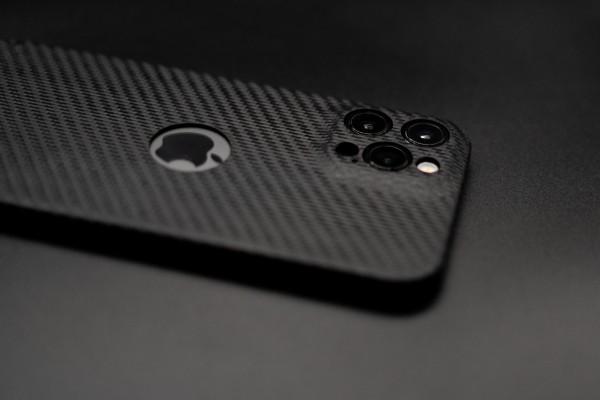 Carbon Cover iPhone 12 Pro avec Logo Window